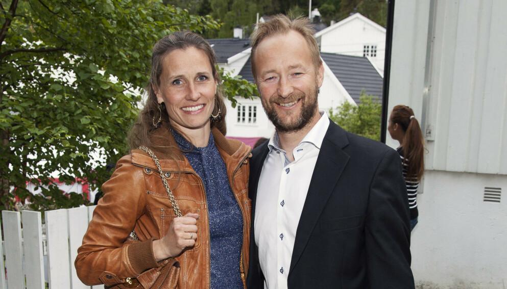 FERDIG: Kjetil André Aamodt gir seg i NRK. Her med kona Stine Østvold.  Foto: Tor Lindseth