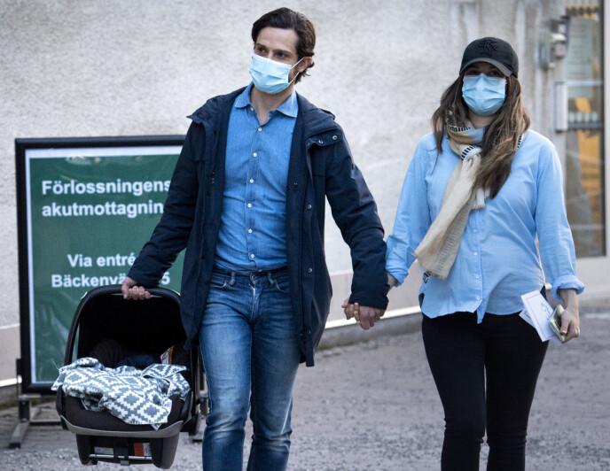 REISTE HJEM: Bare få timer etter fødselen reiste Carl Philip og Sofia hjem med sønnen fredag. Foto: Pontus Lundahl / TT / NTB