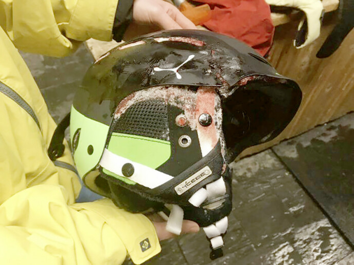 KNUST: Heldigvis tok hjelmen den største støyten i møtet med fjellknausene. Foto: Privat