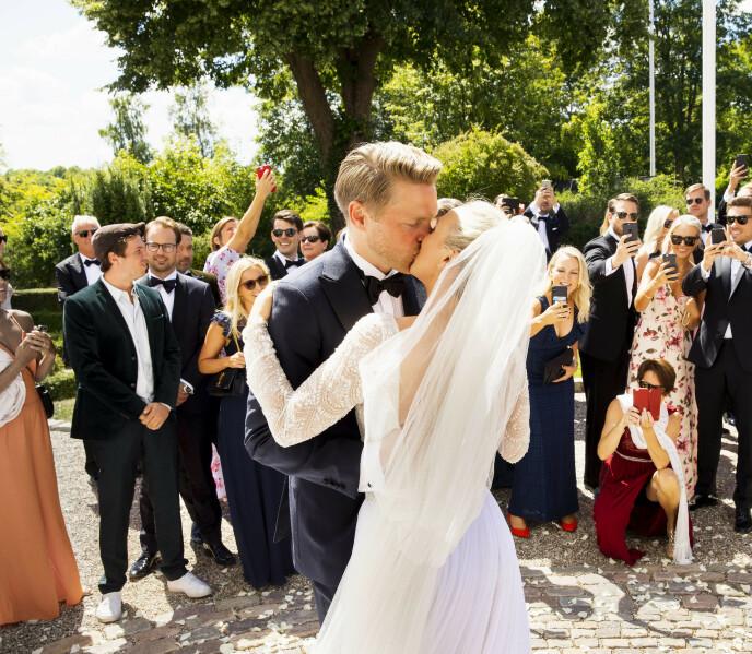GIFT: Flatland og Dobloug ga hverandre sitt «ja» i 2018. Her fra bryllupet på Fyn i Danmark. Foto: Espen Solli / Se og Hør