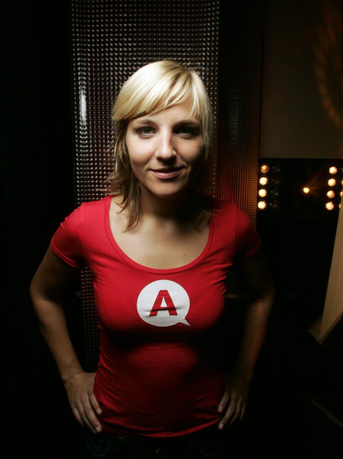 ABSOLUTT GURI: Guri Solberg som sylfersk programlederprofil i «Absolutt underholdning» i 2004. Foto: Bjørn Erik Larsen / NTB