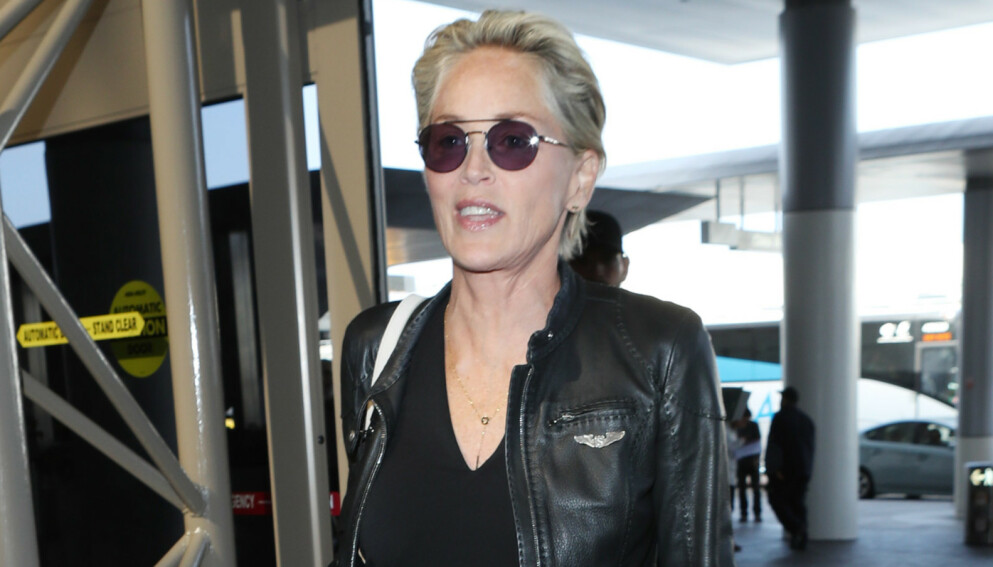 SJOKKERT: Sharon Stone ble tatt fullstendig på sengen av kirurgen som opererte henne. Bildet er tatt i Los Angeles i februar i fjor. Foto: Shutterstock Editorial / Broadimage / NTB