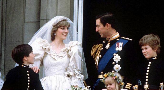 1981: Nygifte prinsesse Diana og prins Charles på bryllupsdagen 29. juni 1981. Foto: Reuters / NTB