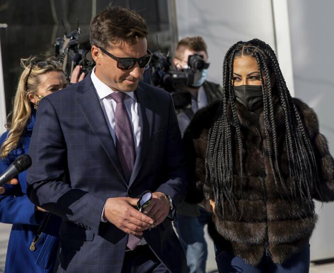 FORLATER RETTEN: Jennifer Shah på vei ut av rettsmøte tirsdag. Foto: Spenser Heaps / The Deseret News / AP / NTB