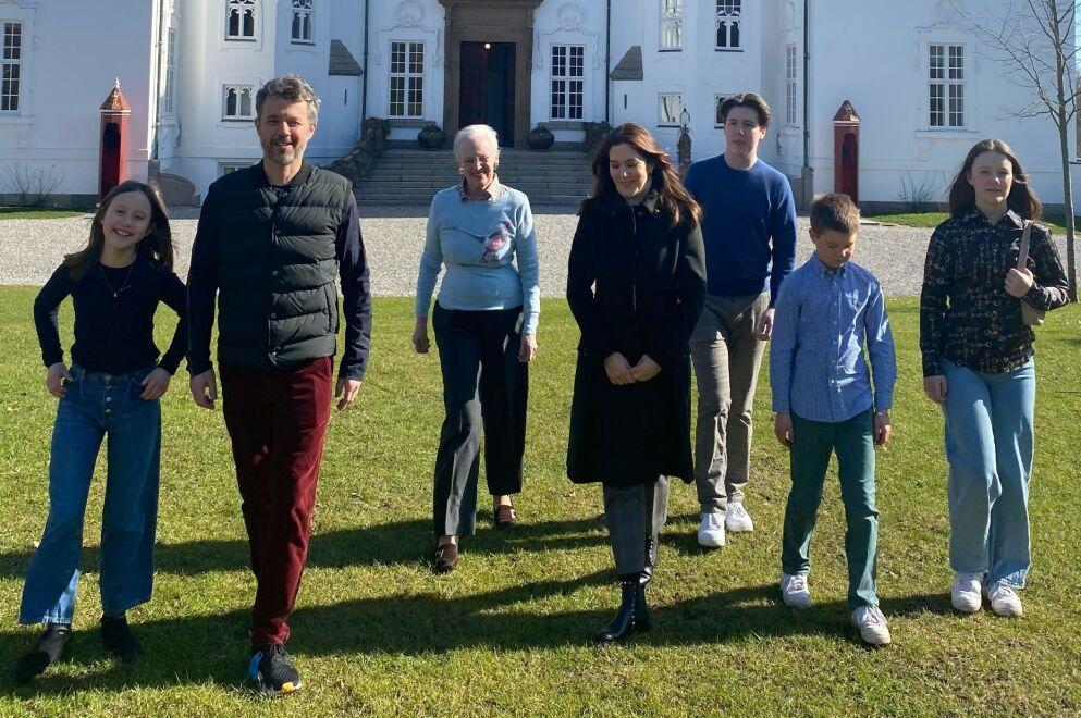 HELE HURVEN: I år feirer dronning Margrethe og kronprinsfamilien påsken tradisjonen tro på Marselisborg slott i Aarhus. Foto: Det danske kongehuset