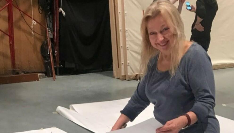 FUNNET DØD: Emmy-vinneren Evelyn Sakash ble funnet død under en haug med søppel i sitt hjem denne uka. Foto: GoFundMe