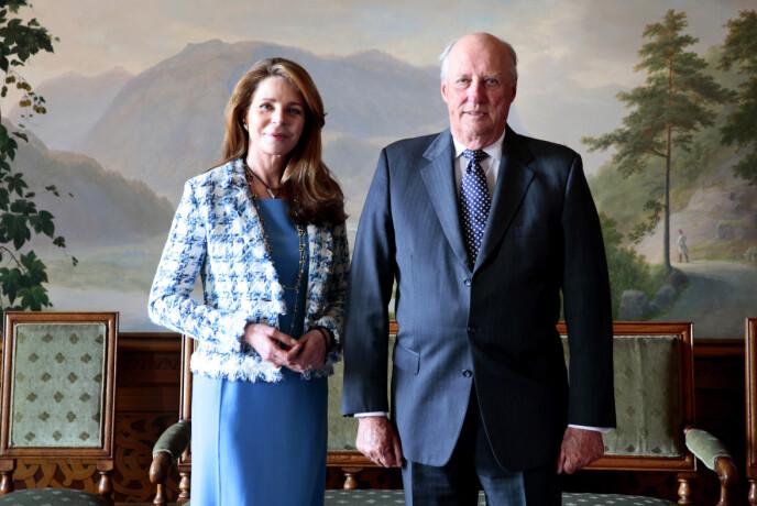2014: Dronning Noor sammen med kong Harald på i Fugleværelset på slottet i 2014. Foto: Håkon Mosvold Larsen / NTB