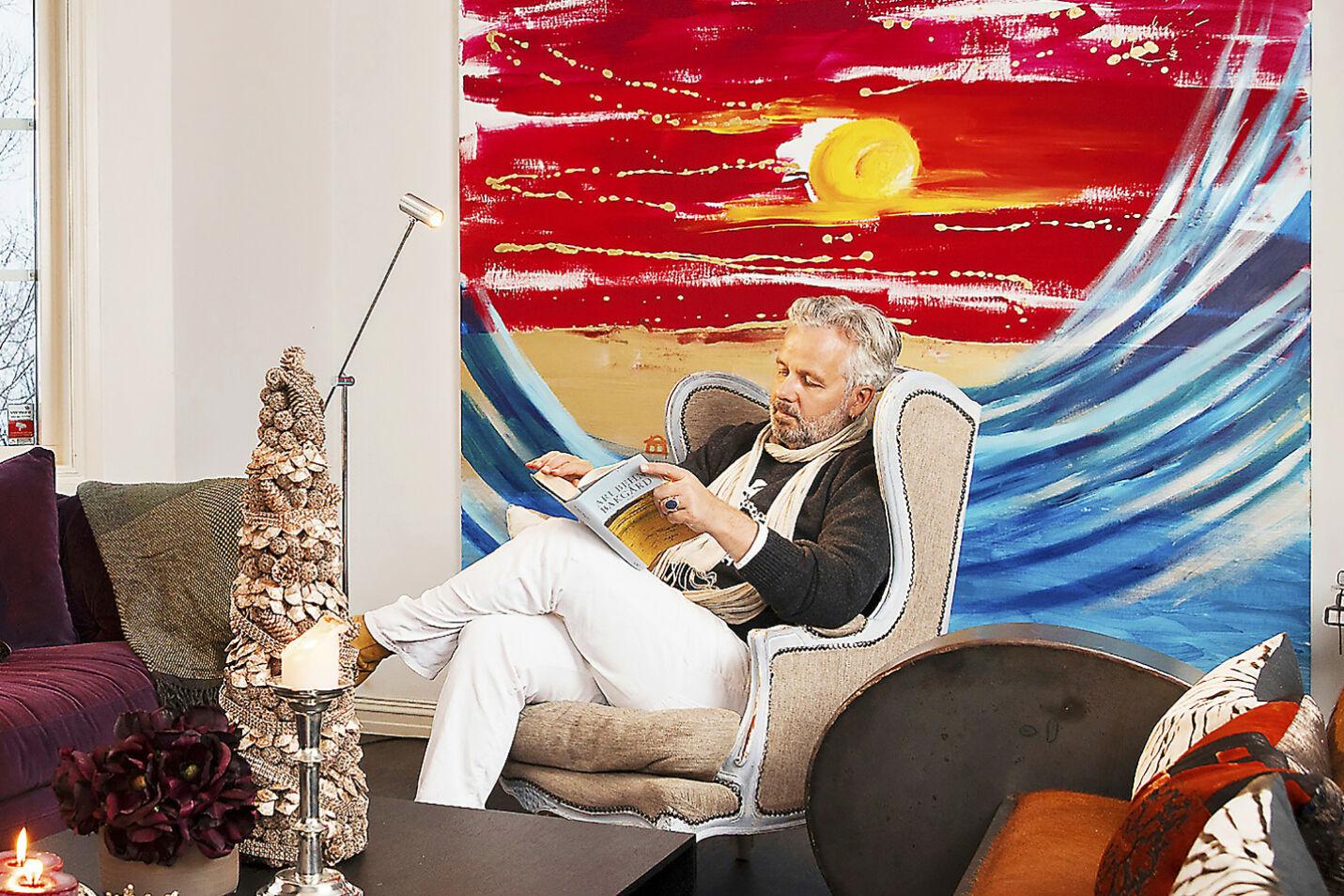 I SITT EGET FARGERIKE: Ari Behn malte kunsten sin direkte på veggen i sitt nye hjem i Lommedalen. Nye eiere fikk en ekte Behn med på kjøpet i fjor høst! Foto: Se og Hør