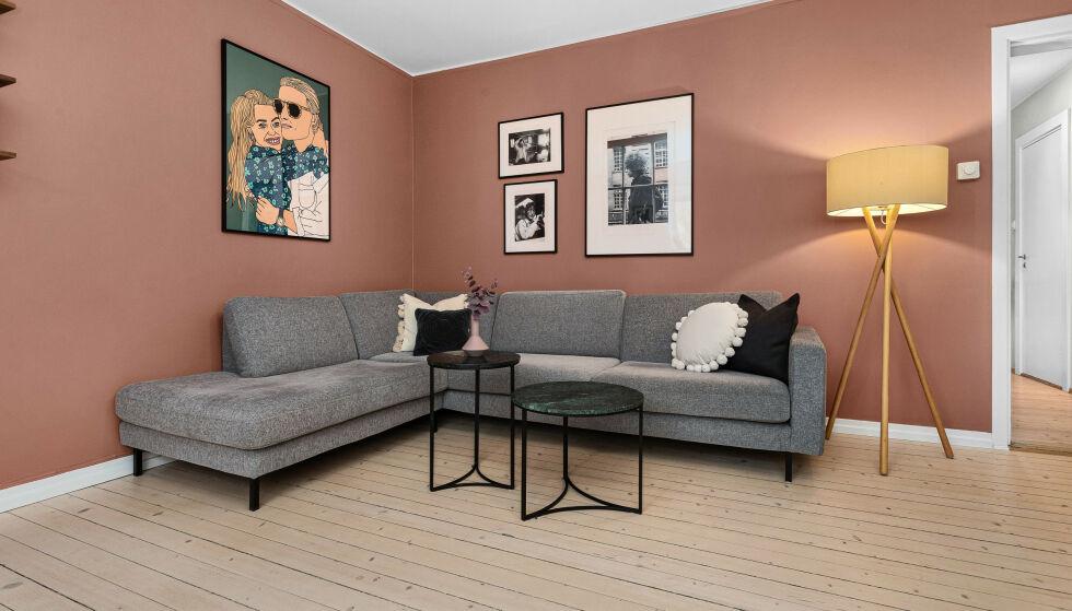 SOFAKROKEN: Det er sannsynligvis ikke så veldig mye lenger at Marte Bratberg og kjæresten får nyte denne sofakroken. Foto: Fotograf Anthony Hopkins