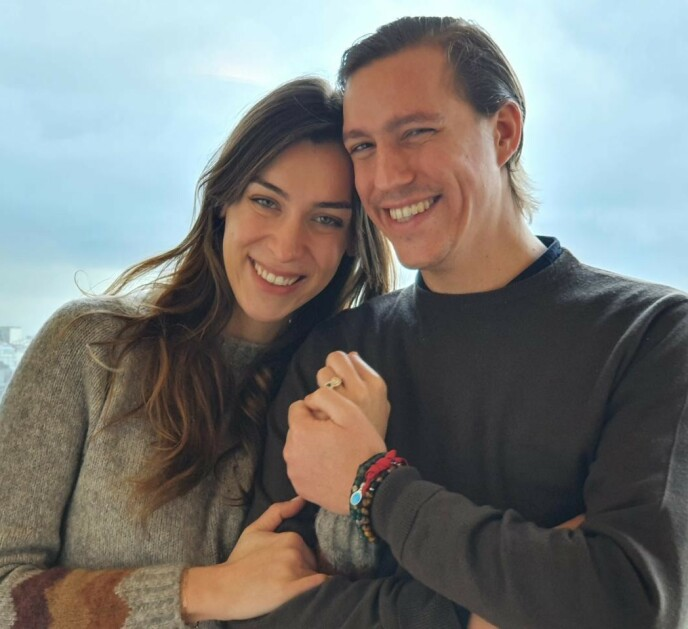 FORLOVET: Advokaten Scarlett-Lauren Sirgue og prins Louis er forlovet. Dette blir prinsens andre ekteskap. Foto: Kongehuset i Luxembourg / Emanuele Scorcelletti