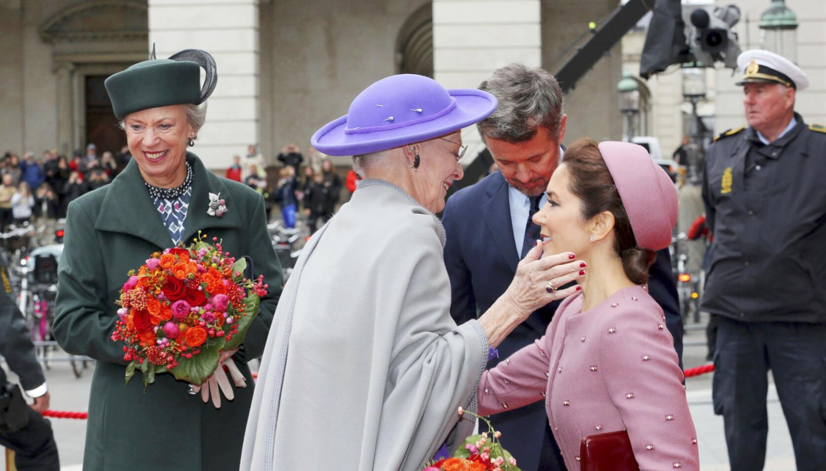 ARVTAKER: Kronprinsesse Mary er svært bevisst på at hun en dag skal ta over for dronning Margrethe (80). Ifølge ekspertene vil hun ikke ha noen konkurranse om oppmerksomheten. FOTO: NTB