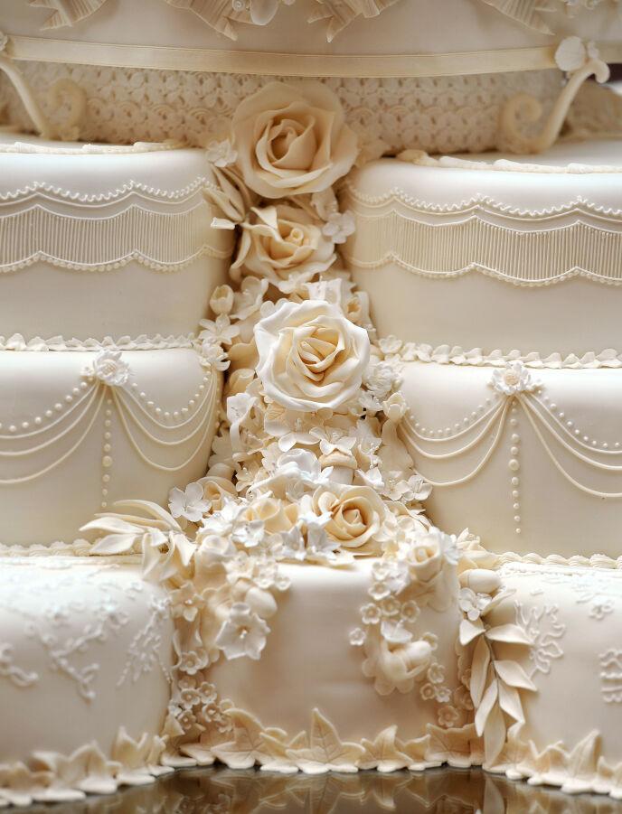INTRIKAT: Det mangler ikke på detaljene i kaken, som har servert flere hundre gjester opp gjennom årene. Foto: REX / NTB