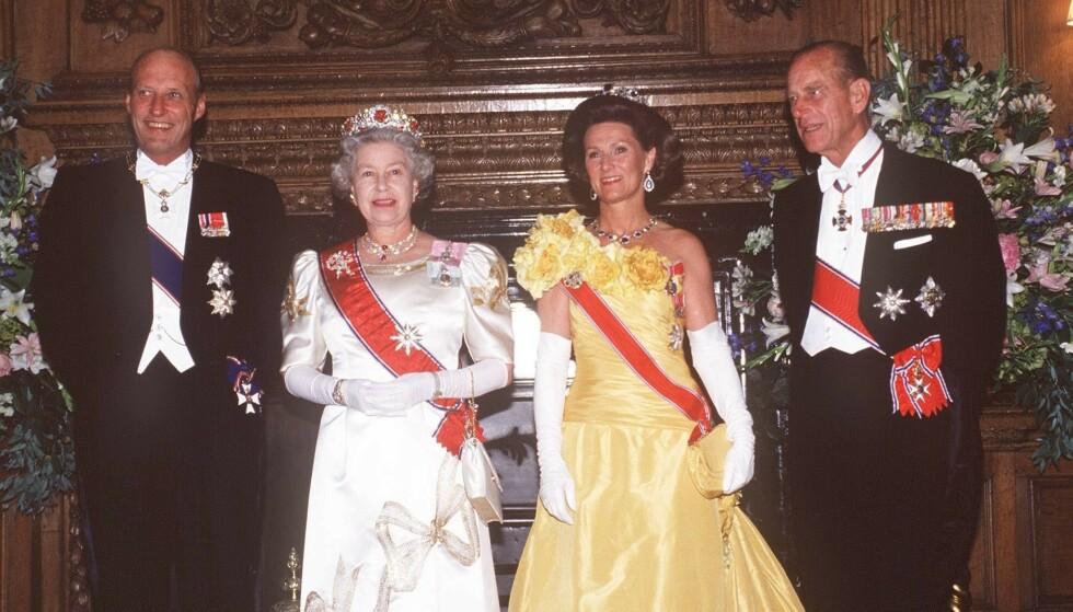 1994: Kong Harald, dronning Elizabeth, dronning Sonja og prins Philip i Skottland i 1994. Foto: Tom Kidd/REX/NTB