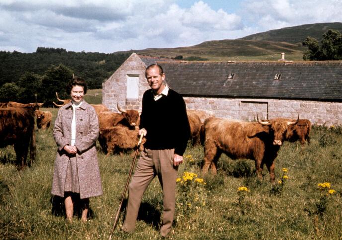 STERKE SAMMEN: Dronning Elizabeth og prins Philip har delt et helt liv sammen. Her i forbindelse med deres sølvbryllup. Foto: Pa Photos / NTB