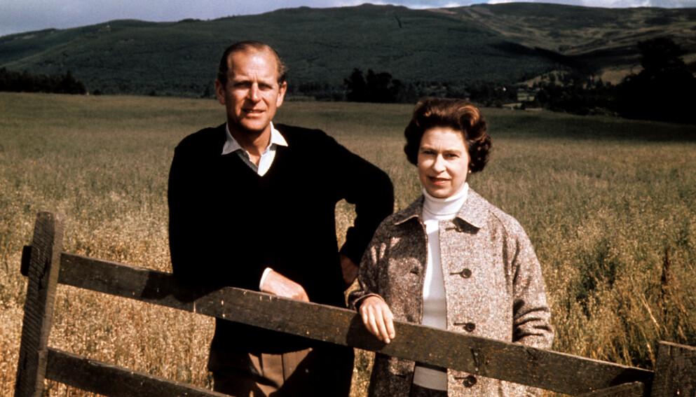 GIKK BORT: Fredag kom nyheten om at prins Philip er død. Her avbildet med kona, dronning Elizabeth i 1962. Foto: Pa Photos / NTB