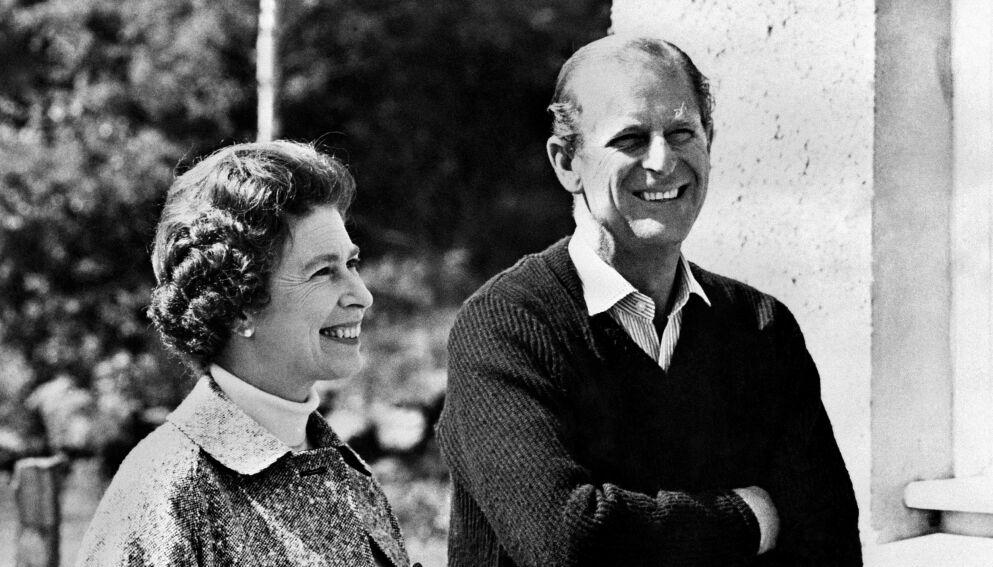 LANG KJÆRLIGHETSHISTORIE: Dronning Elizabeth og prins Philip møttes for første gang da førstnevnte bare var et barn. Her er de derimot avbildet sammen i 1972. Foto: AFP / NTB
