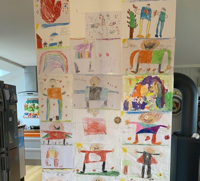 RØRENDE: Barna til «Kompani Lauritzen»-deltakeren hadde tegnet dette på en vegg mens hun var borte. De savnet mamma. Foto: Privat