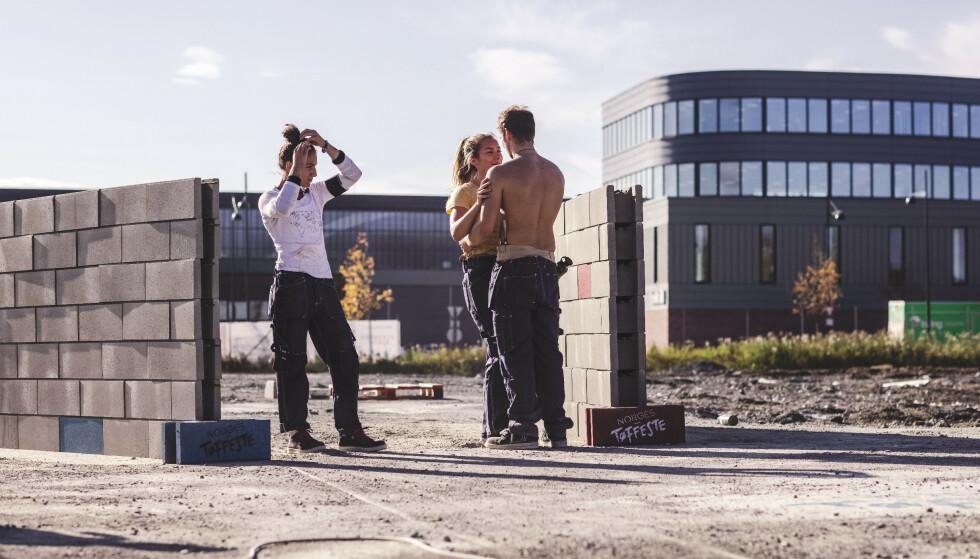 FLIRT: Partecipanti Seher Kaya, Victoria Eikremsvik Tolaas e Isak Dreyer durante la registrazione