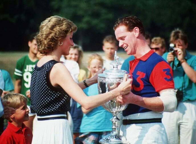 FLERE RYKTER: Ved flere anledninger har det blitt spekulert på om Diana fikk Harry med James Hewitt. Dette har senere blitt avkreftet. Foto: Ron Dadswell / REX / NTB