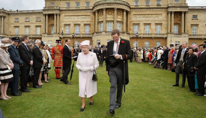 PENSJONIST: Dronning Elizabeth og Earl Peel i 2013. Foto: John Stillwell / Pa Photos / NTB