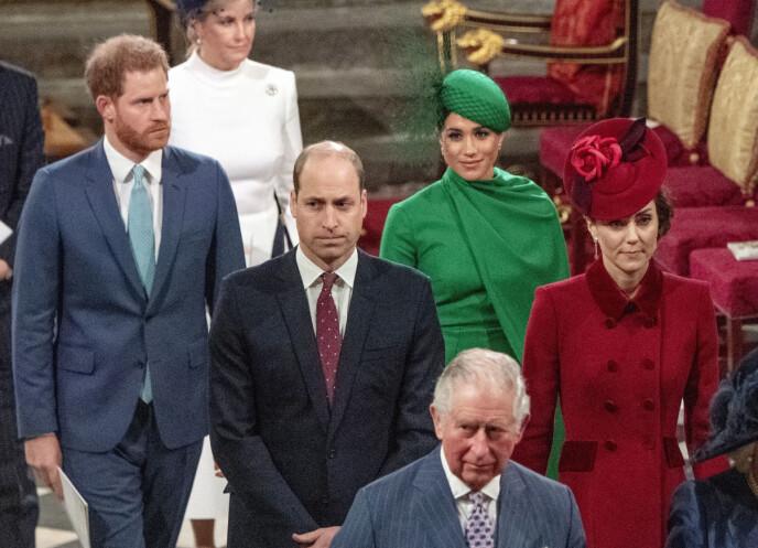 TILBAKE: Det har gått over ett år siden prins Harry sist var i Storbritannia. Her er Harry, William, Meghan og Kate på sitt siste oppdrag sammen, i mars 2020. Foto: Phil Harris / AP / NTB