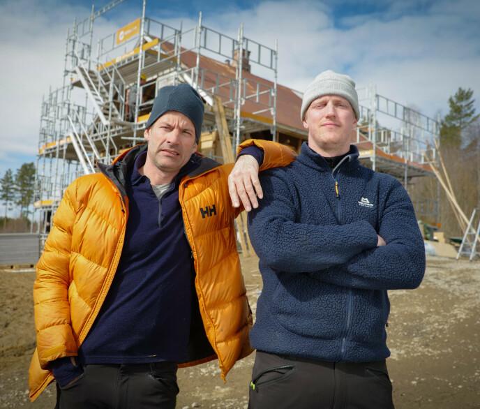 DUO: Gjennom ti uker skal Jon Almaas og Erik Follestad bruke all sin tid på å få et småbruk i stand. Foto: Discovery