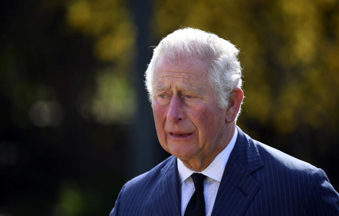 I SORG: Det var en tydelig preget prins Charles som viste seg torsdag formiddag. Foto: Jeremy Selwyn/AP/NTB