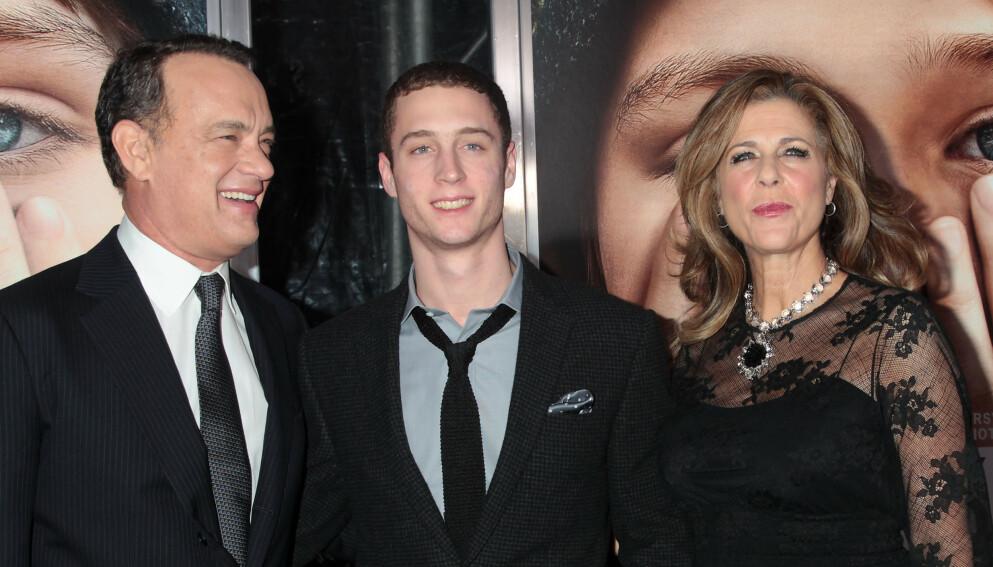 I HARDT VÆR: Tom Hanks og Rita Wilsons sønn Chet anklages for overgrep av ekskjæresten. Her er de i 2011. Foto: Dave Allocca / Starpix / REX / NTB