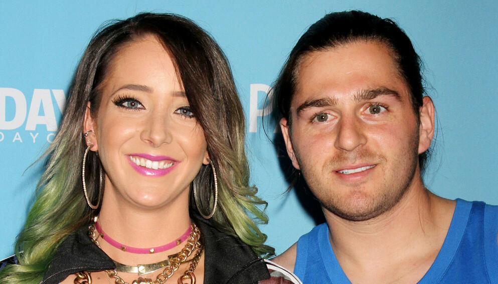 GIFTER SEG: Jenna Marbles og kjæresten Julien Solomita er forlovet. Foto: Broadimage/REX/NTB