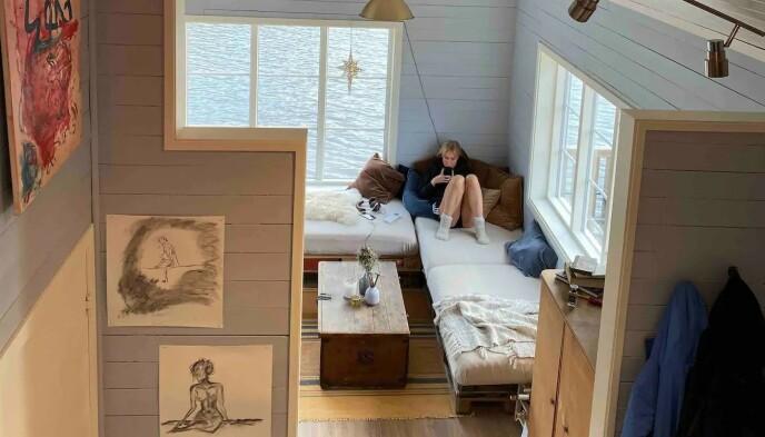 ROLIGE OMGIVELSER: Øyunn Krogh og Levi Try benytter seg selv av hytten når den ikke leies ut til andre. Foto: Privat