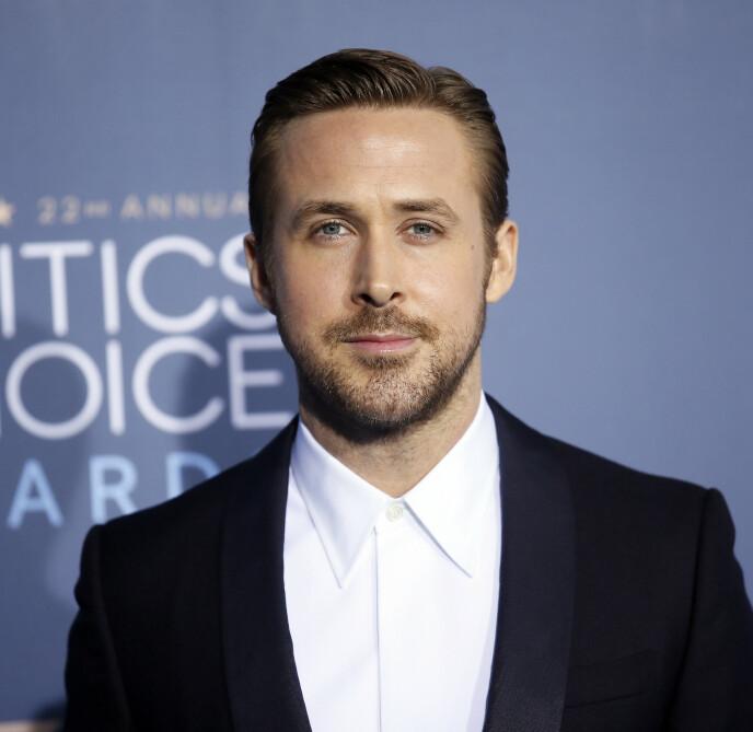 SYMPATISK SUKSESS: Ryan Gosling ankommer Critics' Choice Awards i Santa Monica i 2016. Listen er lang over alle nominasjoner og priser Gosling har mottatt. Foto: REUTERS / Danny Moloshok / NTB