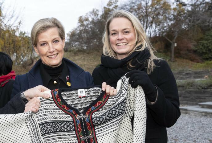 EKSPERT: Caroline Vagle med grevinne Sophie av Wessex. Foto: Andreas Fadum / Se og Hør