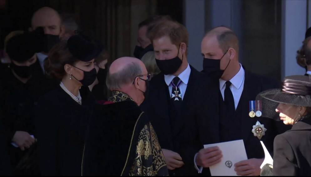 ET SISTE FARVEL: I bestefarens begravelse ble Harry og William gjenforent etter skandaleintervjuet i mars. Foto: Ruba / Backgrid UK / NTB