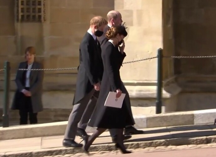«FREDSMEGLER»: Kate lot etter hvert prinsene gå for seg selv opp til Windsor slott. Foto: Ruba / Backgrid UK / NTB