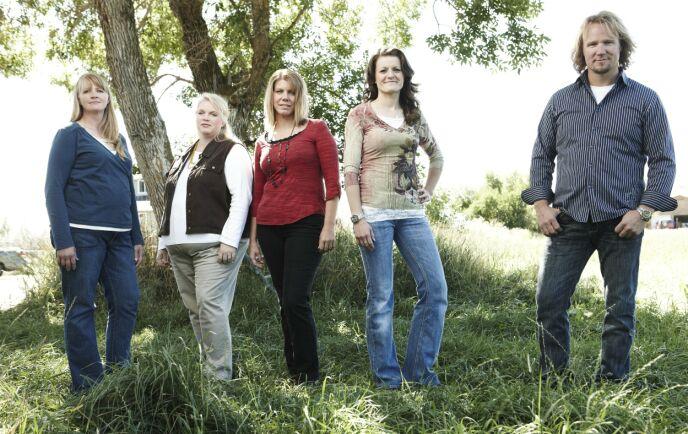 EN MANN, FIRE KONER: Kody sammen med konene Christine, Janelle, Meri og Robyn. Foto: Puddle Monkey Prods / Kobal / REX / NTB