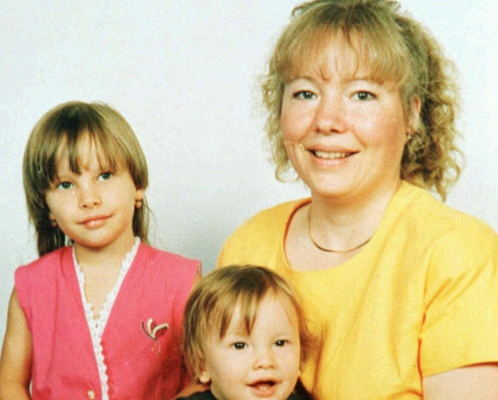 SKULLE HJELPE: Elizabeth «Trudi» Calabrese, her med sine to barn, var en ressurs i lokalmiljøet. Da hun skulle dele ut matrasjoner hjemme hos et trengende par, ble hun utsatt for en fryktelig forbrytelse. Foto: NTB