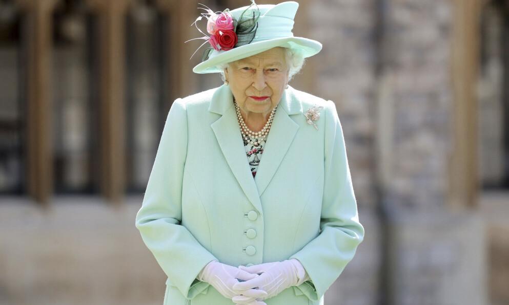 95: Denne uken fyller dronning Elizabeth 95 år. I helgen måtte hun følge sin ektemann gjennom 73 år til graven. Foto: Chris Jackson / AP / NTB