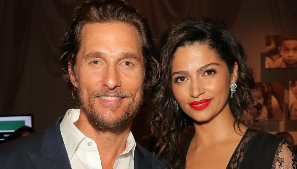 MÅTTE INNFINNE SEG: Skuespiller Matthew McConaughey ble pent nødt til å begynne å like fotball da han møtte kona Camila Alves i 2006. Foto: Chelsea Lauren /REX / NTB