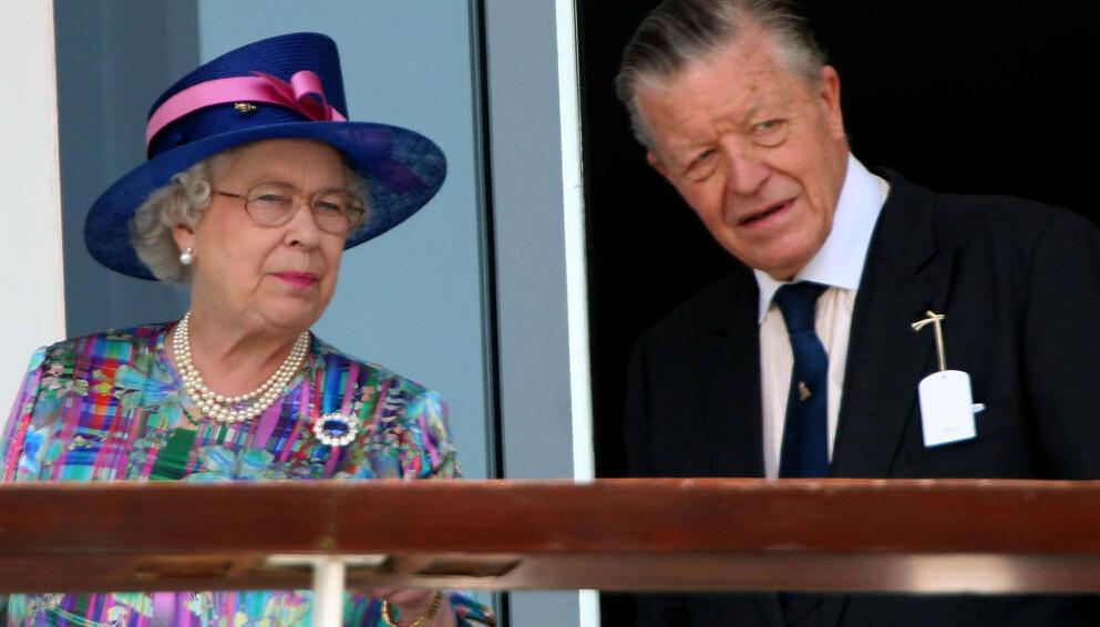 GODE VENNER: Gjennom sitt arbeid med hester utviklet sir Michael Oswald et nært vennskap med dronning Elizabeth. Her under et race i 2007. Foto: Chris Radburn/Pa Photos/NTB