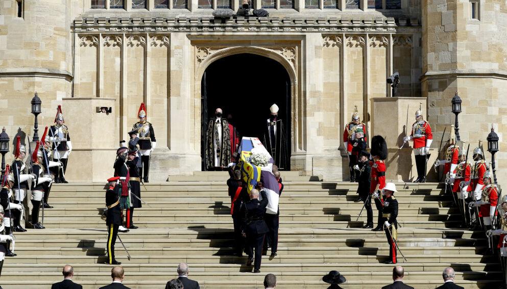 BORTGJEMT: Arthur Edwards fikk nærbilder av den sørgende kongefamilien på grunn av et lite puss. Foto: Kirsty Wigglesworth/AP/NTB