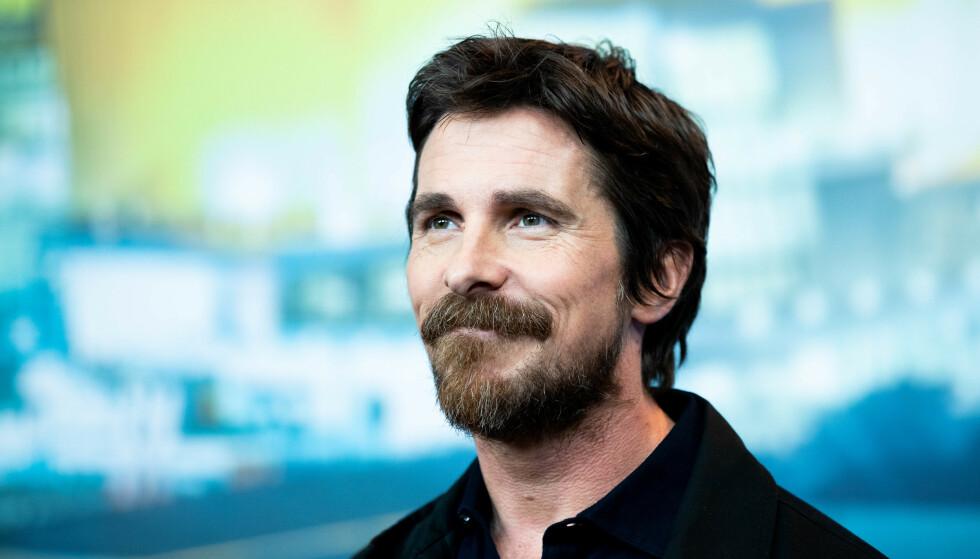 TOTALFORVANDLING: Skuespiller Christian Bale er normalt å se med mørke lokker og tett helskjegg. Slik ser han imidlertid ikke ut lenger. Foto: Manuel Romano/NurPhoto/Shutterstock/NTB