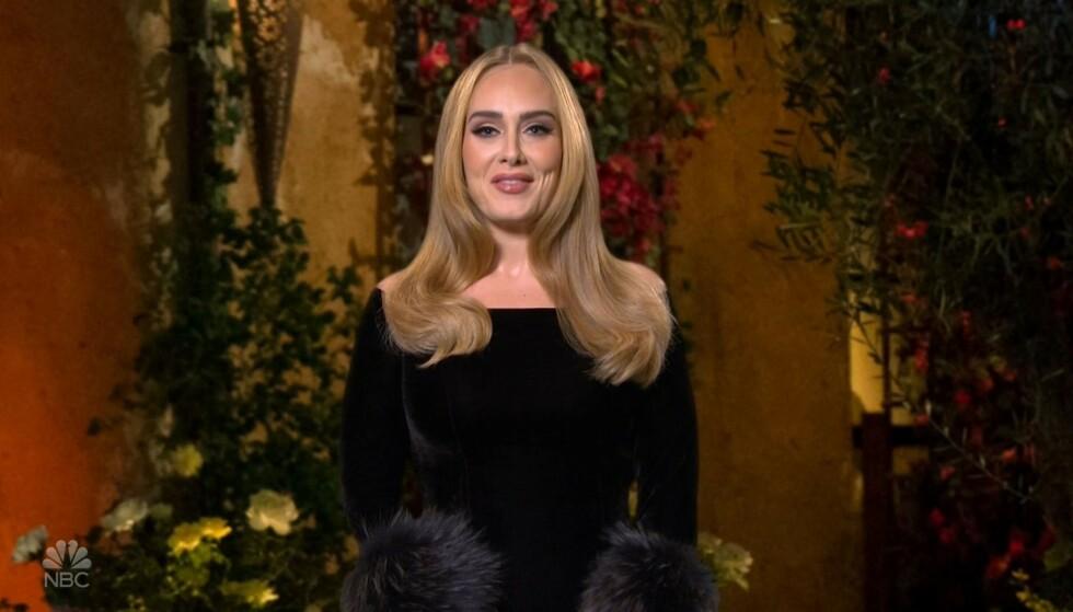 LYKKELIG: Den britiske superstjernen Adele skal være forelsket igjen. Foto: NBC/ BACKGRID/ NTB