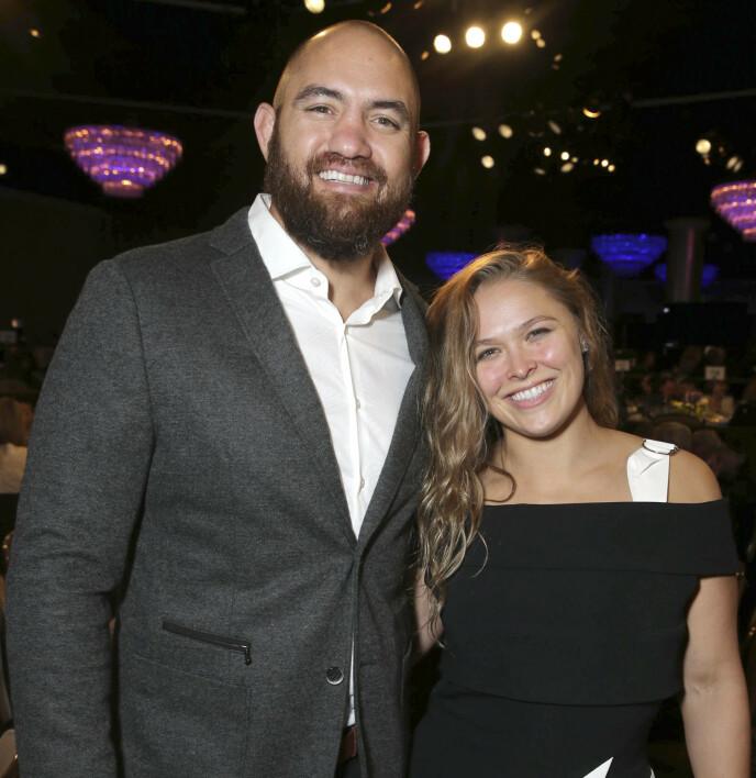BLIR FORELDRE: Travis Browne og Ronda Rousey venter sitt første barn sammen. Foto: Eric Charbonneau/REX/NTB