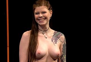 - Tøft å gå kliss naken på TV