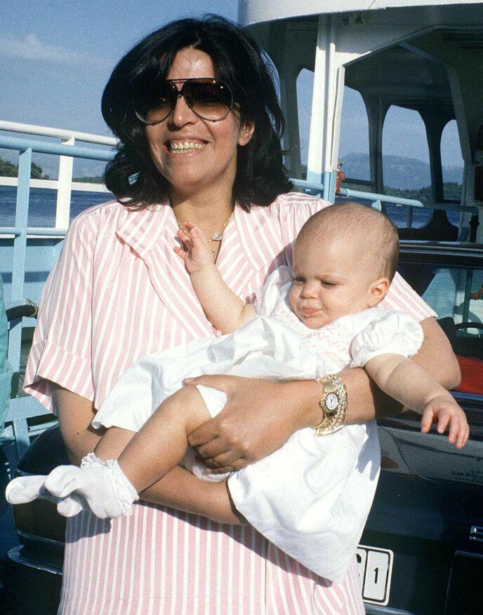 DØD: I 1988 ble Christina Onassis funnet død i et badekar etter et hjerteinfarkt. Da var Athina tre år gammel. Her avbildet i 1985, tre år før dødsfallet. Foto: J K Press / REX / NTB