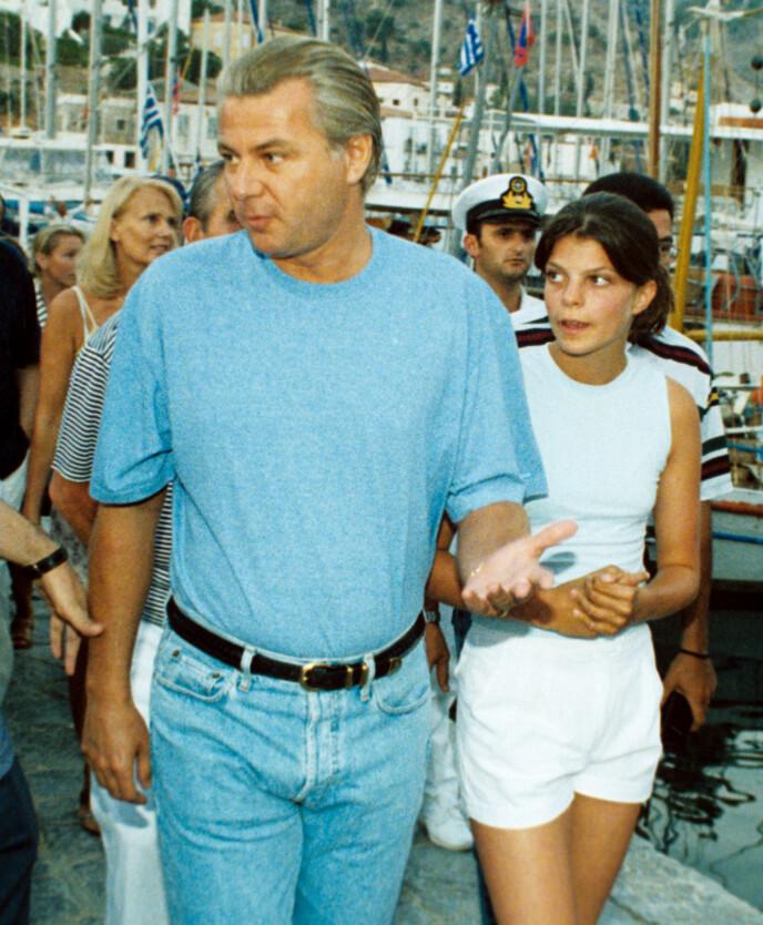 SAKSØKT: 17 år gammel saksøker Athina faren sin, fordi hun ønsket å få tilbake arven. Her i Hellas i 1998. Foto: P Anastasselis / REX / NTB