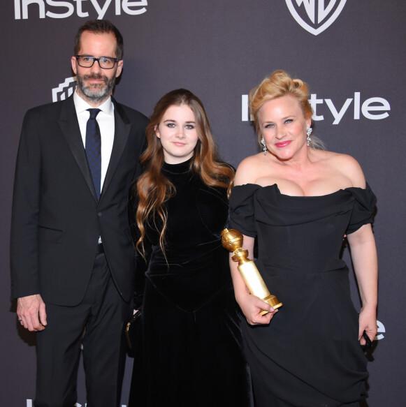 PÅ RØD LØPER: Her er skuespilleren avbildet med ektemannen Eric White og datteren Harlow i 2019. Foto: O'connor / Pa Photos / NTB