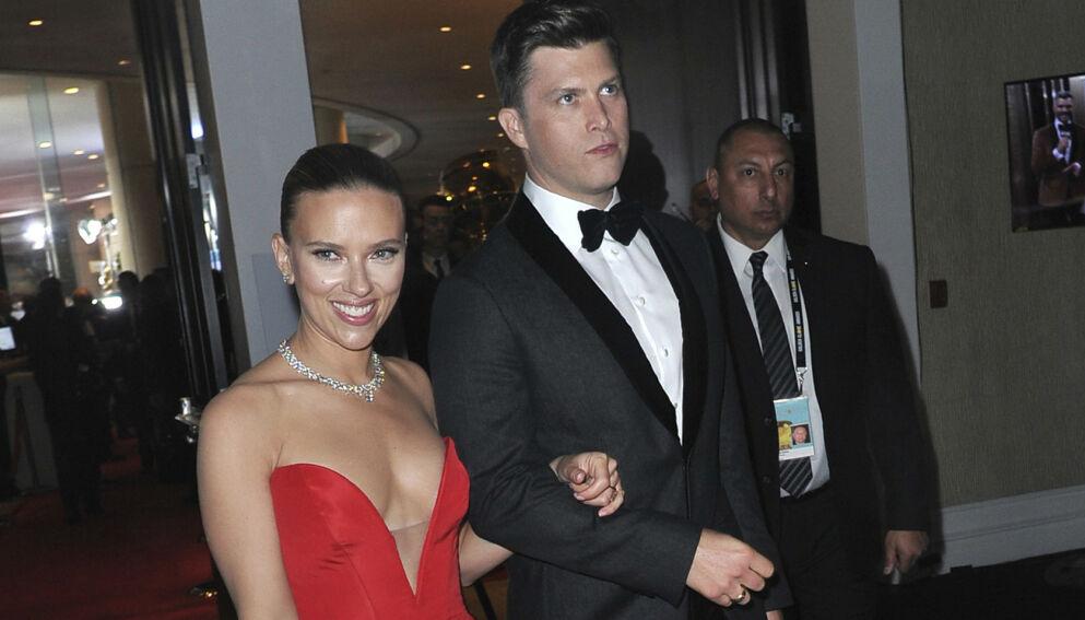 LYKKELIG GIFT: Colin Jost og Scarlett Johansson runder et halvt år som ektepar. Her er de sammen på Golden Globe-utdelingen i 2020. Foto: Richard Shotwell/ Invision/ AP/ NTB