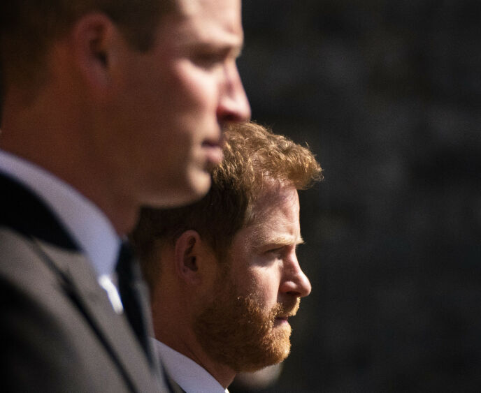 BRØDRE I SORG: Prins Harry og prins William møttes for første gang på ett år i prins Philips begravelse. Der skal de også ha fått snakket ut. Foto: Victoria Jones / Pool via AP / NTB