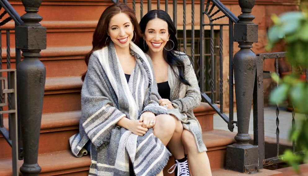 SOM TO DRÅPER VANN: – Å ha en datter som er bestevennen min, er helt fantastisk. At vi ser så like ut, er bare en morsom bonus, sier mamma Dawn (til høyre) om sitt forhold til datteren Cher. Foto: Media drum world
